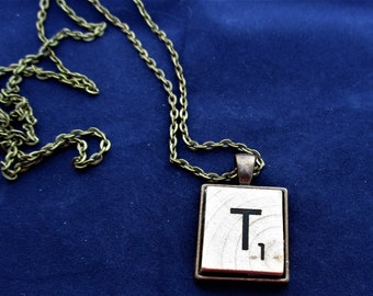 SCRABBLE INITIAL T NECKLACE with chain