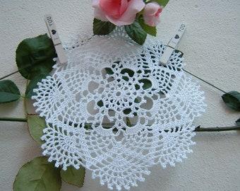 Centrino for crochet favors-souvenir for guests-center white cotton confetti-gift for wedding-Handmade