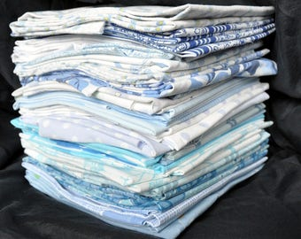 5 vintage fat quarters from 100 % cotton vintage sheets. Blue and white.