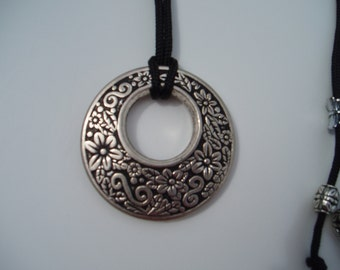 Necklace with round pendant with flowers