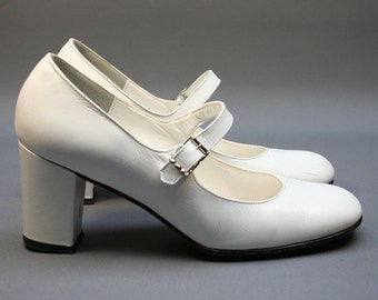 Vintage 1980s white Mary Janes pumps, Leather women or young girl heel shoes, Wedding, White party, Size fr 35 / uk 2.5 / us 4, French brand