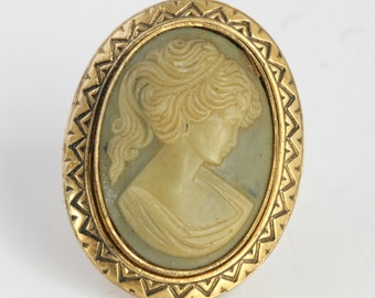 Beautiful Green and Cream Colored Cameo Pin Brooch // Vintage Jewelry