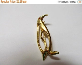 ON SALE Vintage Gold Tone Penguin Pin Item K # 589