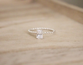 Dainty emerald cut cz ring, dainty cz ring, cz ring, emerald ring, solitaire, beaded band