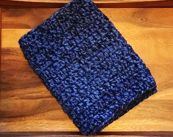 Crochet Cowl // Dark Blue