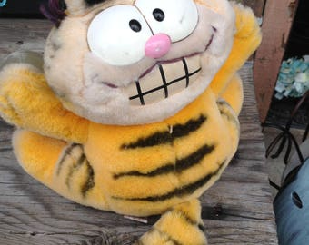 Vintage 80s Garfield and Odie animals perfect for car windows free domestic shipping