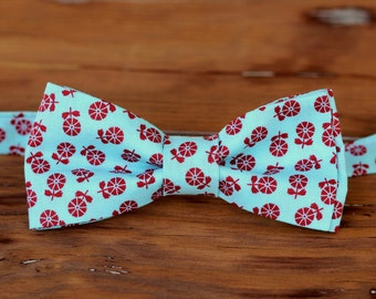 Mens Blue Red Floral Bow Tie, men's flowers on cotton bowtie, mens bow tie, mens wedding bow tie, rustic wedding bow tie, groomsmen bow tie