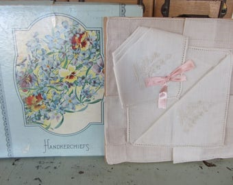 Vintage Boxed Handkerchief Set Embroidered With Mother Beautiful Floral Box 1945 Vintage Hankies