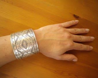 Vintage Cuff Bracelet with geometrical engraving / Boho Bracelet / Vintage Bracelet / Gypsy Bracelet / Hippie Bracelet / Gypsy Style