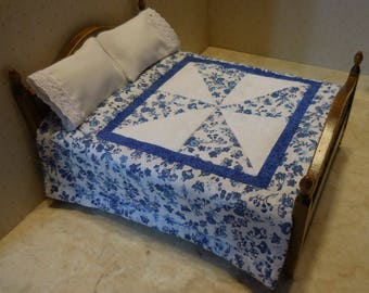Free US Shipping! Miniature Blue and White Floral 5-Pc. Dollhouse Pinwheel Quilt Set w/ Pillows & Pillowcases #6420