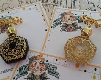 Le Petit Perfume brooch // Vintage charm brooch // 40s 50s