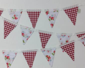 Red gingham & Strawberries Bunting