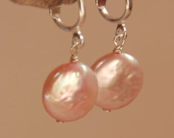 Pièce de monnaie de rose boucles d'oreilles clip, boucles d'oreilles argent clip-on, court clip perle, perle Clipon, rose perle d'eau douce nacrée, véritable rose
