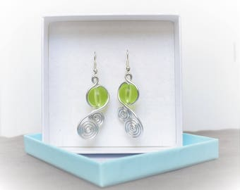 Aluminum wire silver and green beads earrings