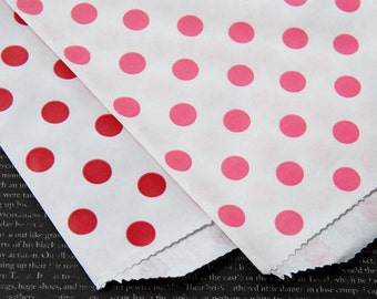 """20 Medium Valentine Dots Paper Gift Bags or Favor Bags . 10 each of Red & Hot Pink . 5"""" x 7.5"""""""