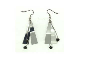Anodized aluminum sheet and wire reversible earrings with beads, unique, original and chic, hematite