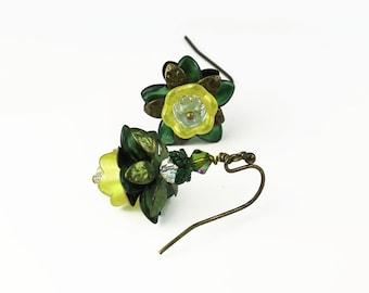Olive & Lime gelb Lucite Blume Vintage-Stil Ohrringe, handgemalt