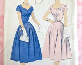 Vintage 1950s Womens Flared Skirt Dress Pattern - Advance 6755