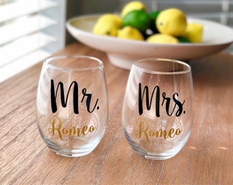 Mr and Mrs Wine Glasses, Wedding Gift, Engagement Gift, Wedding Wine Glass, Gift for Couple, Wedding Gift Idea, Wedding Gift for Couple