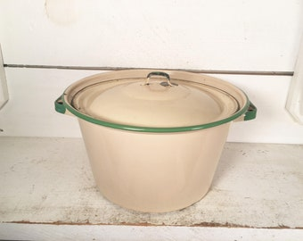Beige and Green Trimmed Enamelware Stockpot with Lid/Farmhouse Kitchen Collectible Cream and Green Enamelware Stockpot/Shabby Chic Stockpot