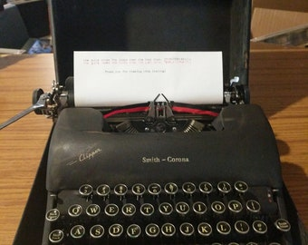 1947 Smith Corona Clipper typewriter with case and key!