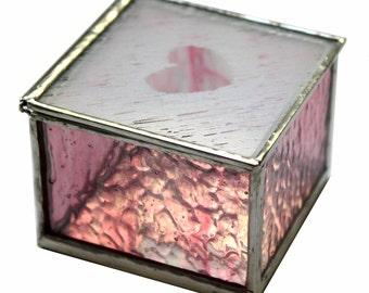Boîte de vitrail avec un coeur givré Design en pavées corail rose