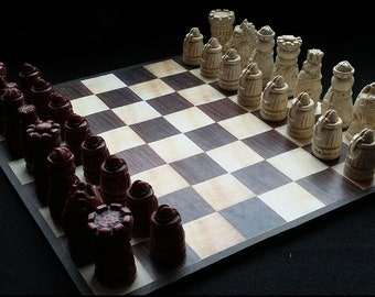 MINI MEDIEVAL  Chess set with Board