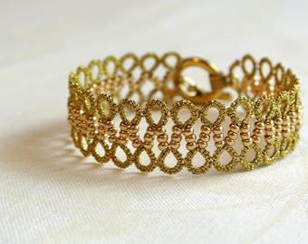 Gold tatting lace bracelet//lightweight tatted cuff made in Italy//tatting jewelry//fiber jewelry//frivolité//bride//wedding