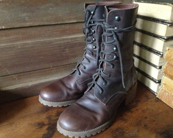 Vtintage Italy ~ 80s Brown Leather Granny Lace Up Boots // Size 10 US