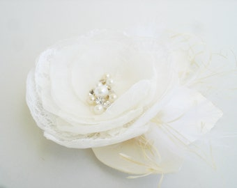 Bridal Hair Flower Ivory Bridal Hairpiece, Wedding Hair Flower Feather  Fascinator, Wedding Hair Clip, Pearl, Crystal, Lace