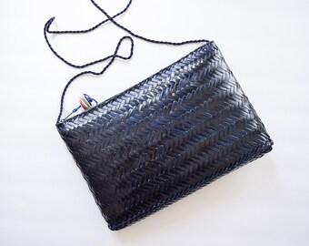1980s Straw Purse   Deep Navy Vintage 80s Woven Wicker Cross Body Bag Herringbone Rattan BOHO Festival Clutch Zip Top Made in Philippines