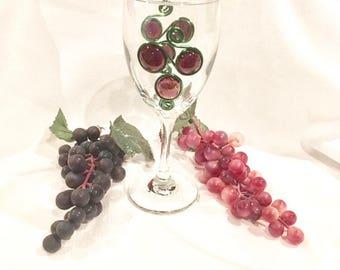Grape Vine Beaded Wine Glass, Wire Wrapped Wine Glass, Custom Wine Glass, Grape Decor, Stemware, Mom Gift, Wedding Gift, Water Glass