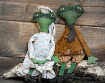 Frog Bride and Groom Ornaments-Primitive Rag Doll-Primitive Spring Decor-Primitive Weddings-Primitive Decor-Frog Decor
