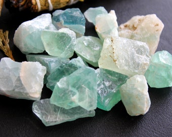ONE Raw Green Fluorite Crystal - Chakra Healing Stone, Gifts For Her, Positive Energy, Raw Crystals, All Chakras, Meditation,Yoga,Reiki Gift