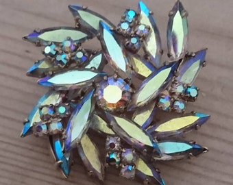 Vintage sparkly rhinestone brooch