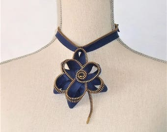 Cotton collar Navy zipper flower.