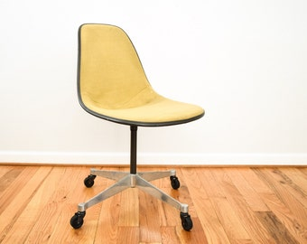 Exceptional Eames Chair, Shell Chair, Fiberglass Chair, Authentic Mid Century Modern  Eames Herman Miller