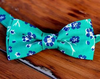 Boys Green Cotton Bow Tie - Navy Blue White Floral on Green cotton bowtie, boys bow tie, toddler bow tie, preteen bow tie, ring bearer tie
