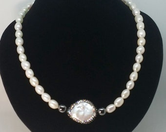 Elegant freshwater pearl necklace with Keshi pearl
