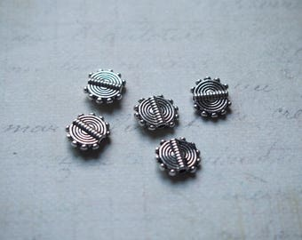 5 flat beads in jagged and patterned metal silver 10 x 8, 5mm
