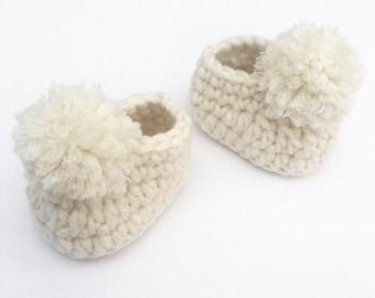 Crochet baby shoes, Pom pom slippers, Baby booties, Baby shower gift, New baby gift, Newborn slippers, Baby girl shoes, Baby boy shoes