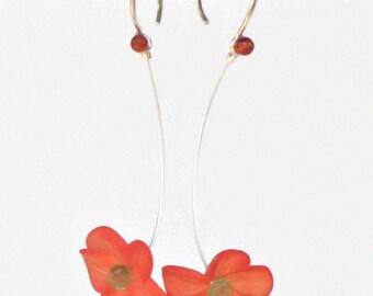 Laura Q orange small lucite flower earrings