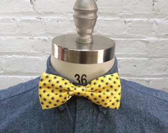 vintage yellow bow tie with black and white floral print / preppy bowtie