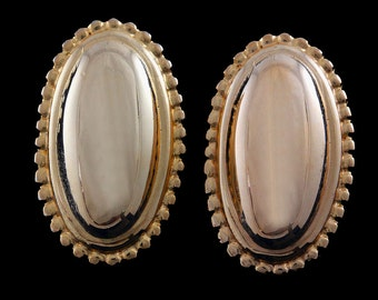 Vtg Ginnie Johansen Earrings Clipback Goldtone Bright Traditional Oval Design