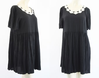 Vintage All That Jazz Black and Cream Rayon Retro 90's Hippie Boho Babydoll Tunic Dress