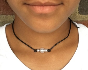 Handmade Three Pearl Leather Choker