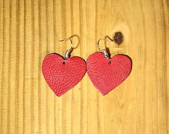 Hypoallergenic heart leather earrings