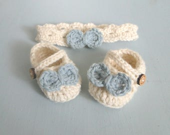 Baby Girl Reveal, Booties and Headband Set, Crochet Baby Girl Set, Buttons and Bows, 0-6 Weeks, Mary Janes and headband, New Baby Gift
