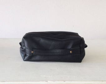 Travel case in black leather, accessory case toiletry storage organizer groomsman gift case - Skiron travel case