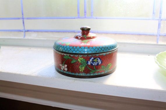 Vintage Chinese Cloisonne Covered Round Stash Box